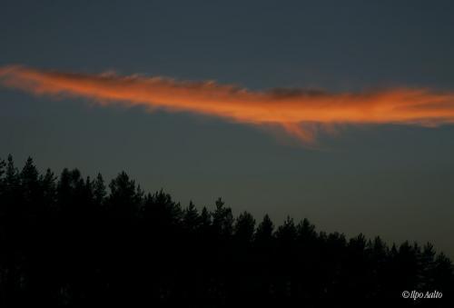 Pilvi auringonlaskun jälkeen