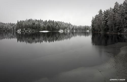 Ylä-Säynätjärvi marraskuun väriloistossa